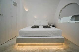 Olea Cave House II Villa double bed